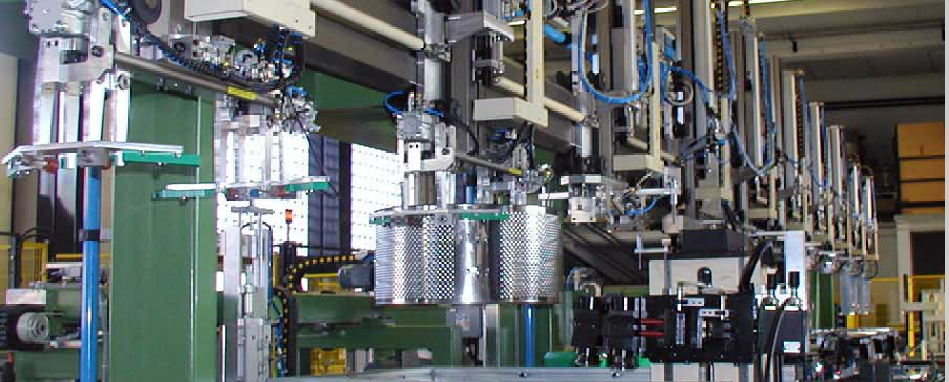 The production process of a washing machine includes complex installations, as this line of manufacture of the basket produced by Miramondi SpA, which require large investments. The adoption of a product platform allows for a greater duration of the plants and less maintenance and revision of the same.