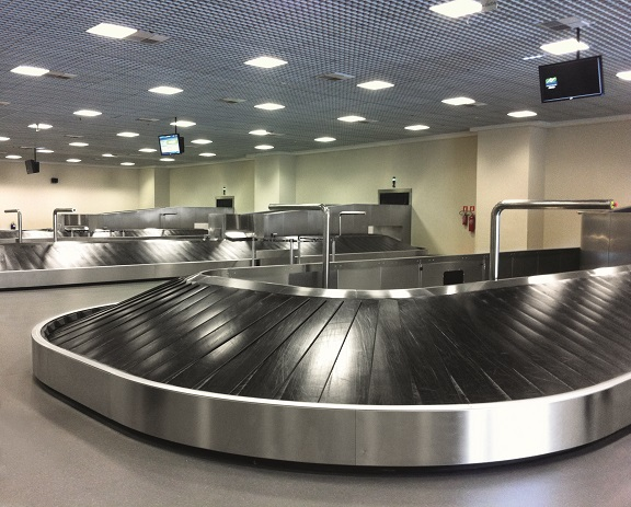 Carousels can be used both in the passengers' baggage claim areas and in the operational zones reserved to airport operators.