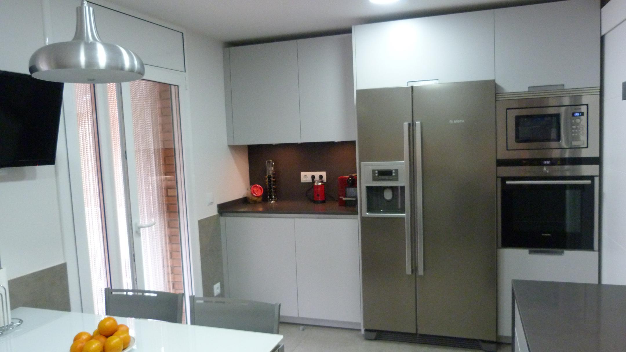 Spanish market good performances for refrigerators ha for Mueble para microondas